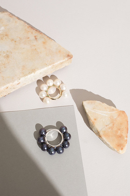 Эксклюзивное кольцо с изумрудами и жемчугом