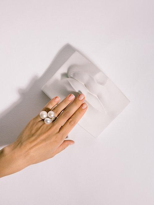 Золотое кольцо с крупной жемчужиной пуговицей