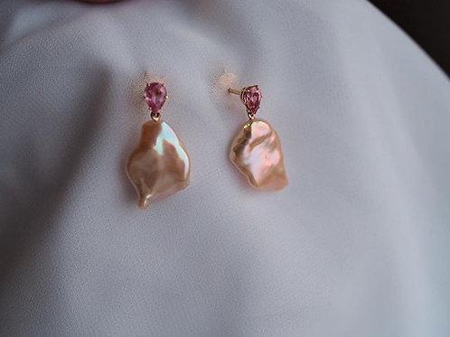 Золотые серьги c розовыми сапфирами