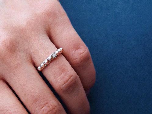 Золотое кольцо с коньячным бриллиантом и пресноводным розовым жемчугом