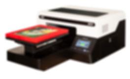 DTG G4 pólónyomtató gép egy piros, nyomtatott mintás pólóval