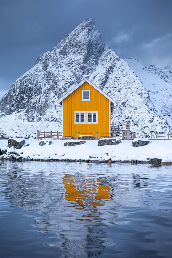 Lofoten-Sakrisoy-yellow-cottage-copy.jpg