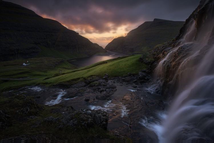 Saksun-waterfall.jpg