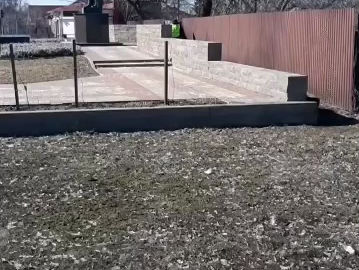 В Белгороде гаишник исправил нужду возле памятника погибшим в ВОВ.