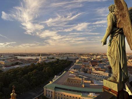 В Петербурге девочка 10 лет сбежала ночью из дома. Через два часа ее нашли мертвой