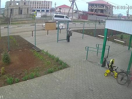 В Крыму 12-летний парень сбил велосипедиста на машине отца