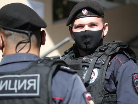 Двум сотрудникам полиции назначили срок в колонии строгого режима за взятку