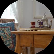 Tisch mit Teeservice, Beratung
