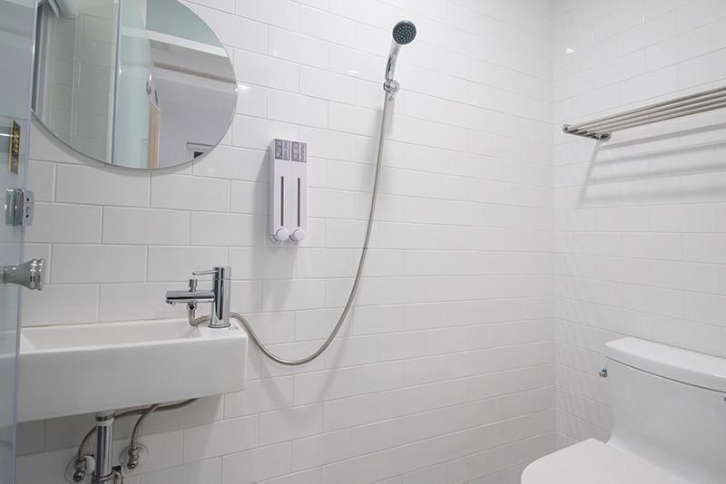 room-bathroom-07(deluxe)_r.jpg