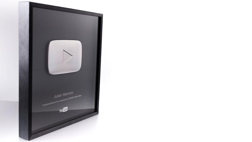 Botón de plata por superar los 100000 seguidores en YouTube