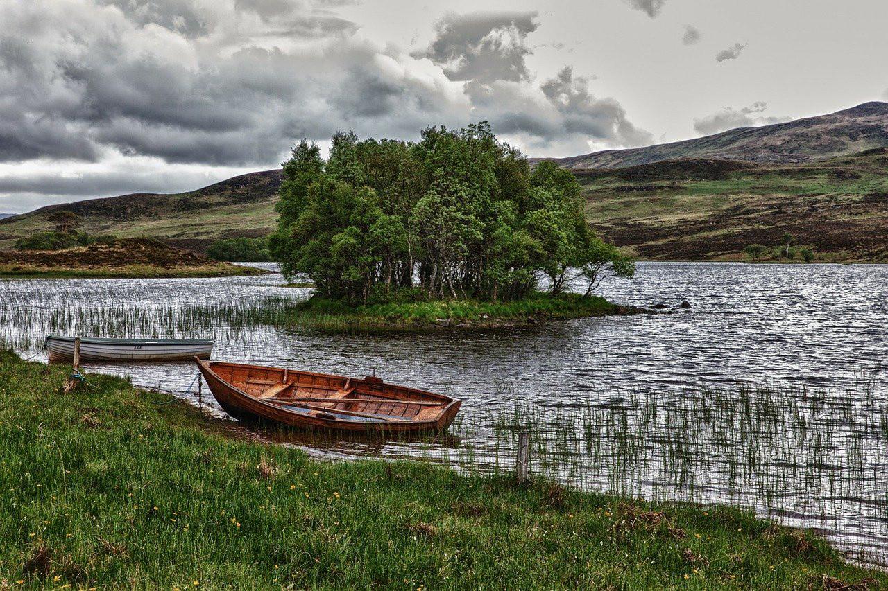 lake-192991_1280.jpg