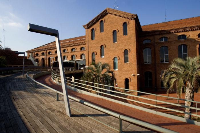 Centro Cultural Tecla Sala ubicado en el barrio de Sant Josep