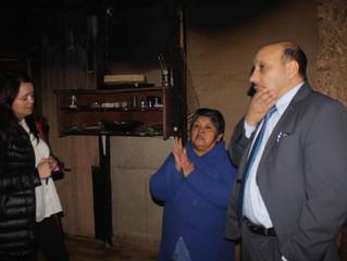Alcalde y funcionarios concurren a viviendas afectadas con amagos de incendio