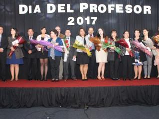 Municipalidad de La Unión homenajeo a profesores de la comuna por su día.