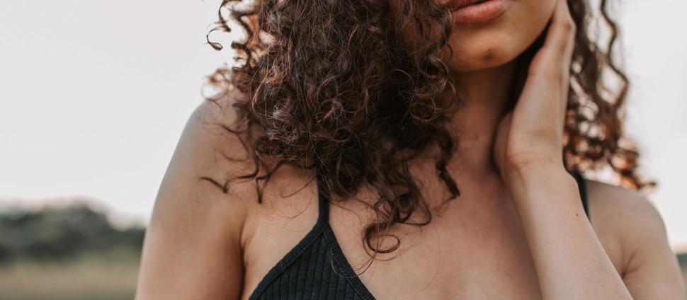 5 דברים שמייבשים שיער מתולתל