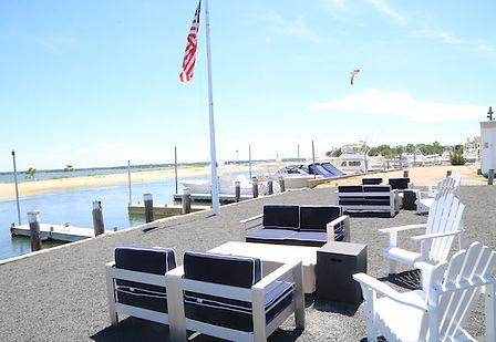 Outdoor-seating-at-Waypoint.jpg