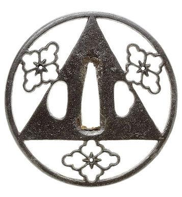 三ツ花菱三角透図鐔 無銘 京透