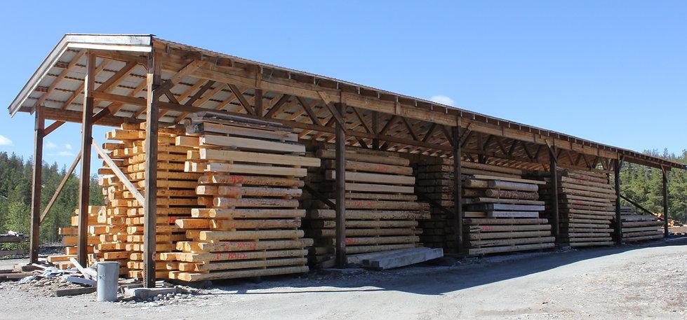 Laftetømmer, villmarkspanel, tømmer, takåser fra Phillips Saga. Laft eller tømmer fra Østerdalen i Hedmark.