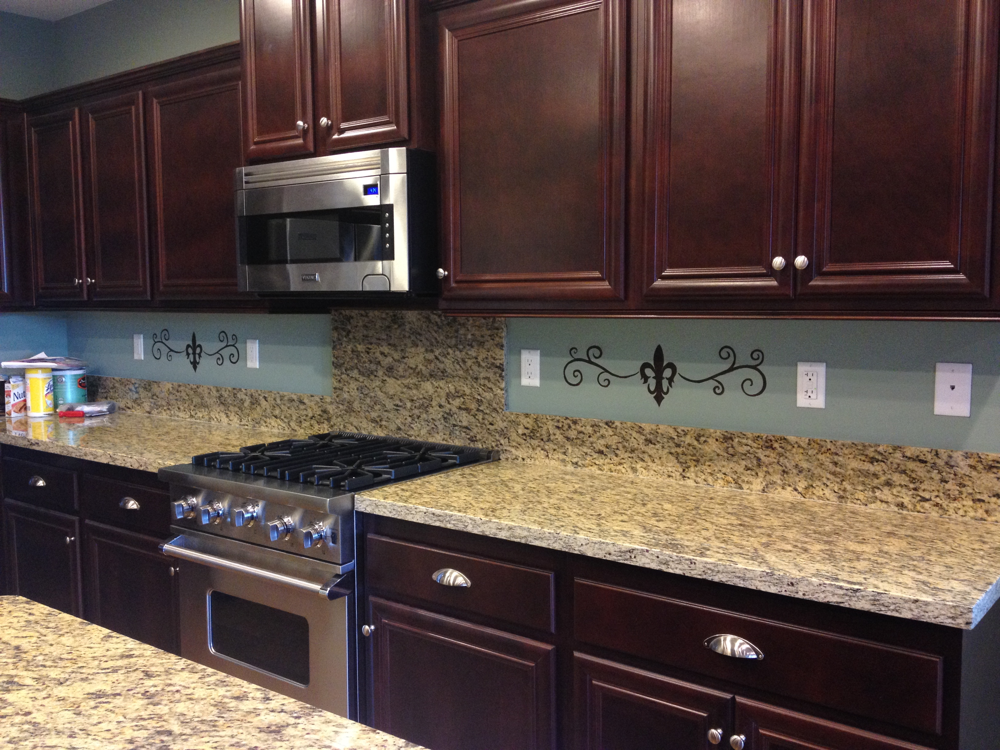 Scrolls on backsplash