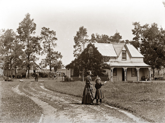 woman-and-child-outside-farm-house-vintage-new-zealand