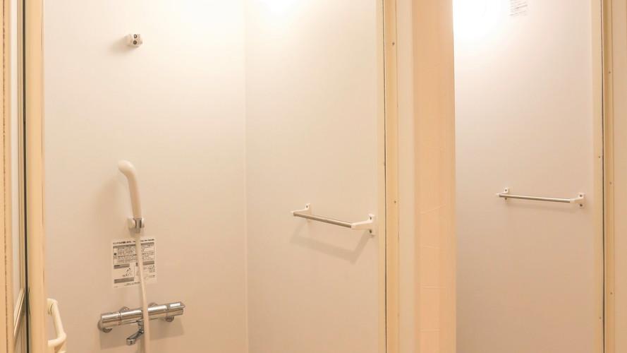 シャワー男女2台づつ.JPG
