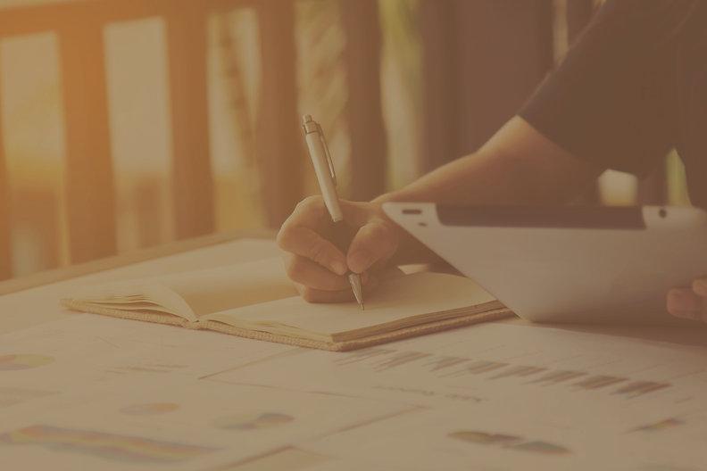 business-women-signature-at-document_edi