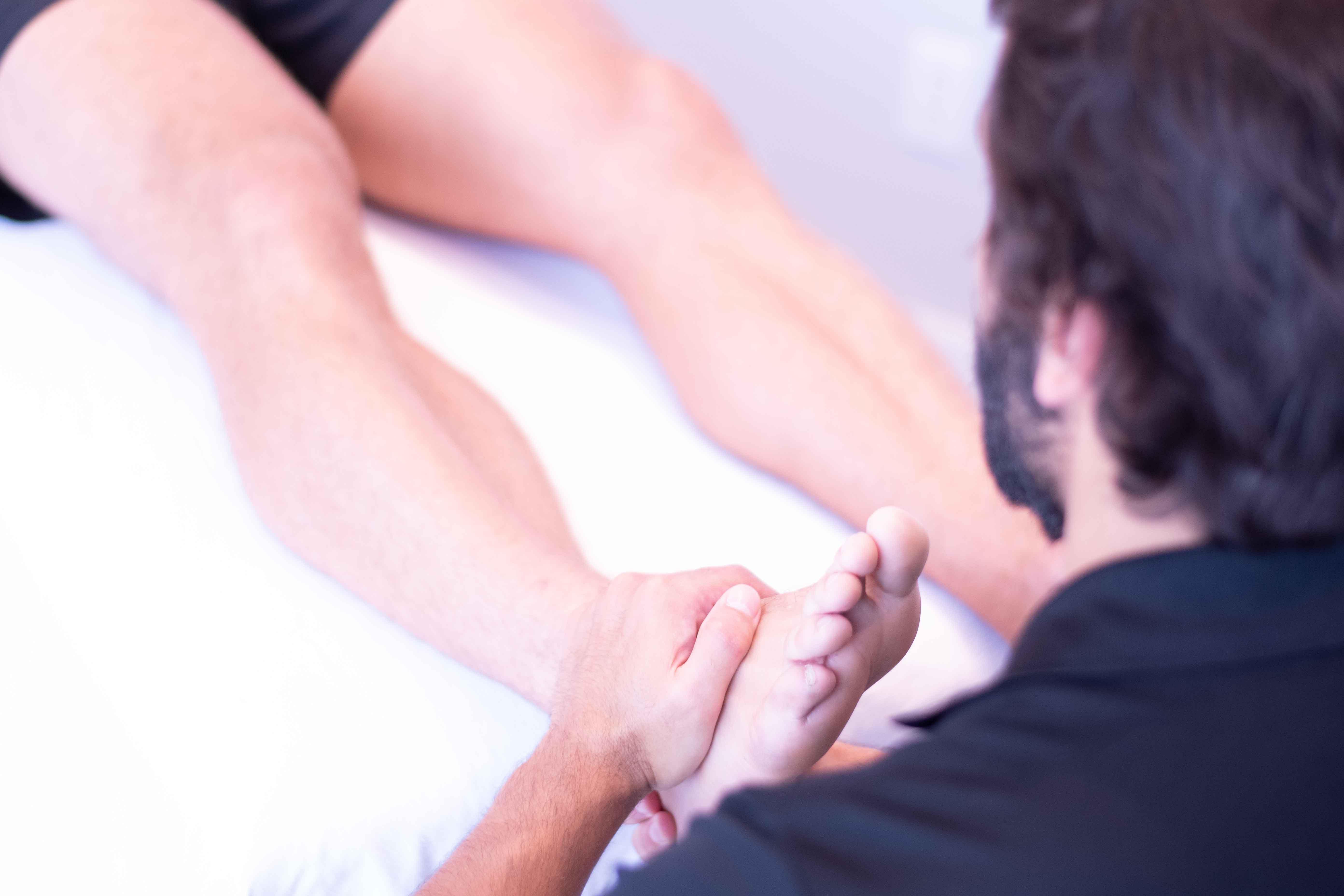 douleur aux chevilles et genoux réglé par l'ostéopathie