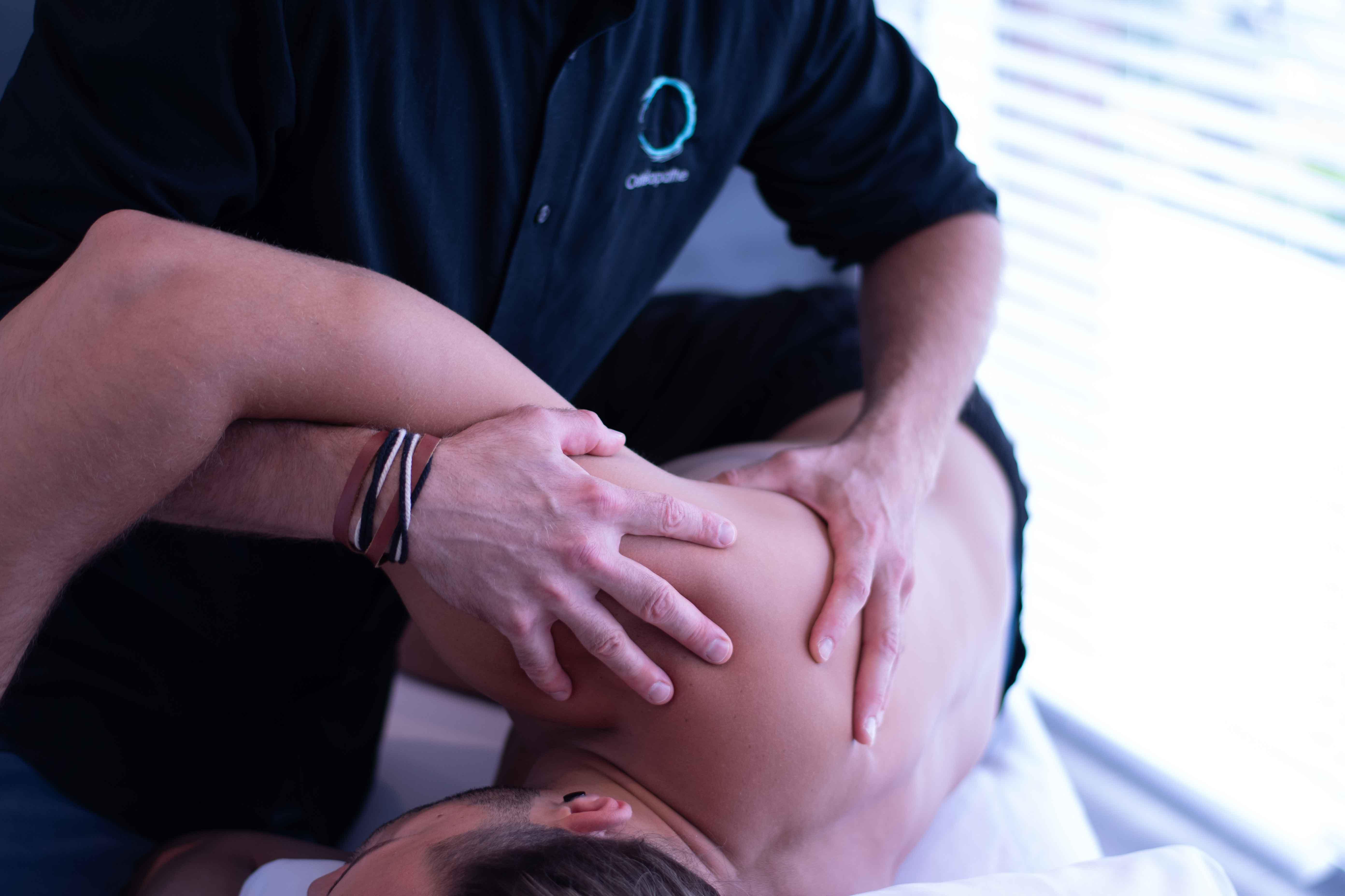 Douleur à l'épaule et l'osteoptathie