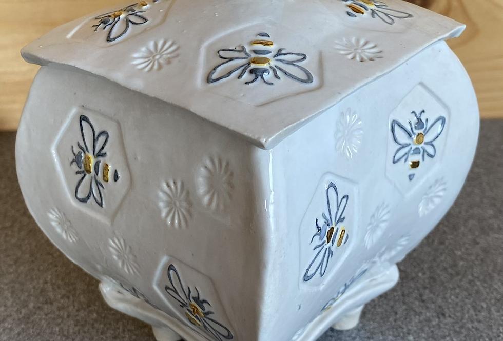 White bee pot