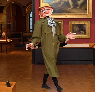 Colonal Chinwag Walkabout at the V&A Museum (2016)