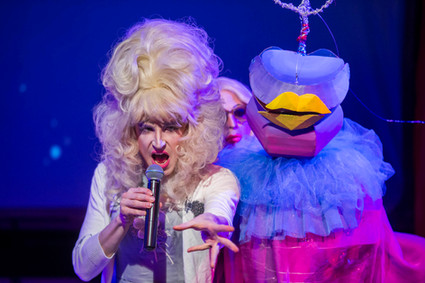 """""""Trish"""" Alien puppet performing with drag troupe """"Denim"""" in Vaults Festival 2016"""
