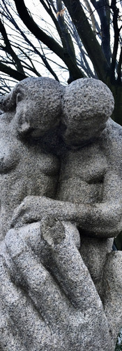 consolation sculpture stadionkade man and woman together with big hand amsterdam oud-zuid iphoneonly