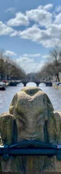 faun standbeeld op niek engelschmanbrug keizersgracht amsterdam