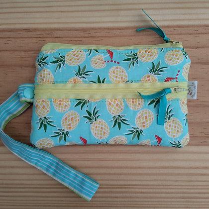 Carteira com bolsos e ziper porta celular