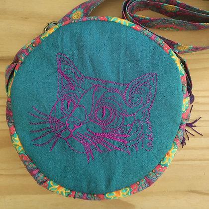 Bolsa redonda com bordado e alça
