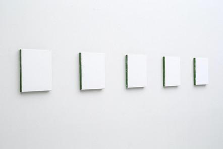 Sans-titre, 2013, acrylique sur toile,  5 éléments de 25,5 x 20,5 cm