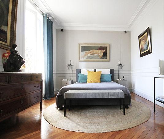 marion-galline-architecte-intérieur-décoratrice-travaux-scandinave-lumineux-haussmanien-amenagement-lyon-rénovation-suite-parentale-lampe-forstier-decoration-decoratrice-bleu-jaune