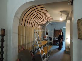 Sistema di appensione di arazzo su parete curva