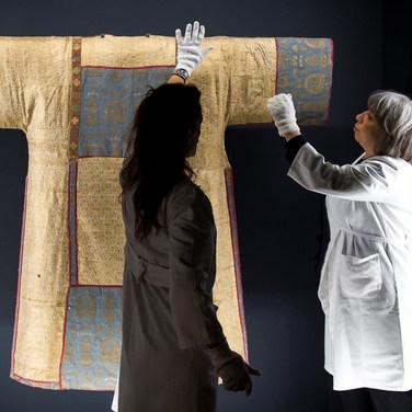 Tessili ecclesiastici e statue vestite