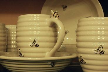 Bumble bee crockery mug