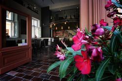 Nikos Cafe & Bar