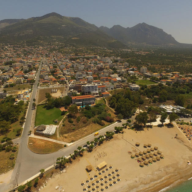 4km drive to Kyparissia with shops, bars, taveras, clubs
