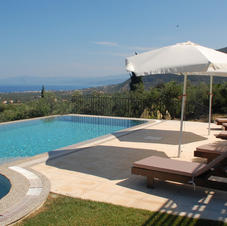 Beautiful 50m² private swimming pool in a 6000m² olive grove