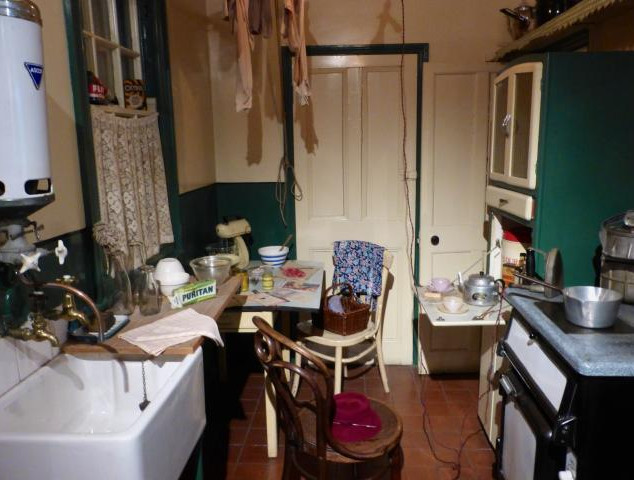 1940s_kitchen_mid.jpg