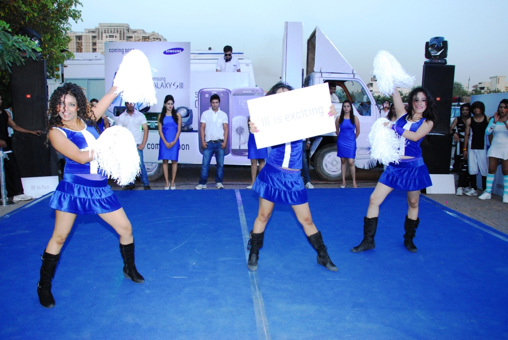 Cheerleaders.JPG