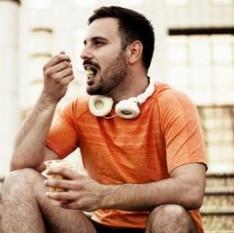 O que comer quando a fome aperta? 10 alimentos saudáveis para todas as horas