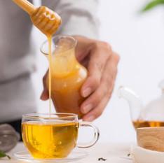 Misturar vinagre de maçã com água e mel é benéfico? Nutricionista tira a dúvida.