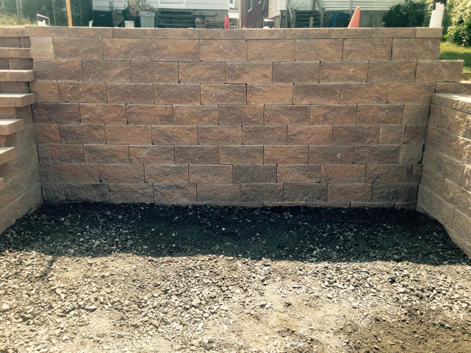 Outdoor Living Retaining Wall