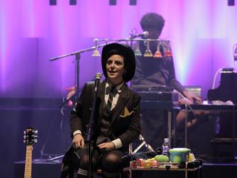 """Pato Fu volta aos palcos com o show """"Música de Brinquedo 2"""", ao lado do Grupo Giramundo"""