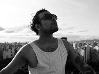 O autor Guilherme Junqueira participa de Antologia Homoerótica